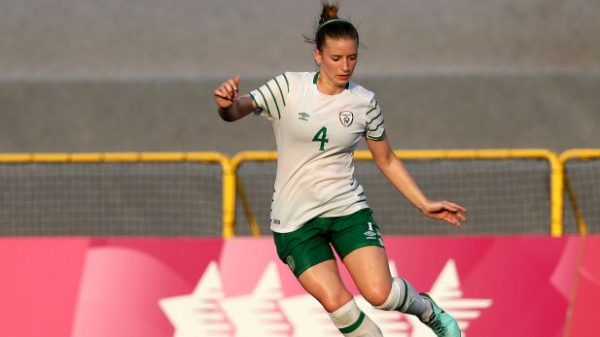 Chloe Mustaki signs for Shels